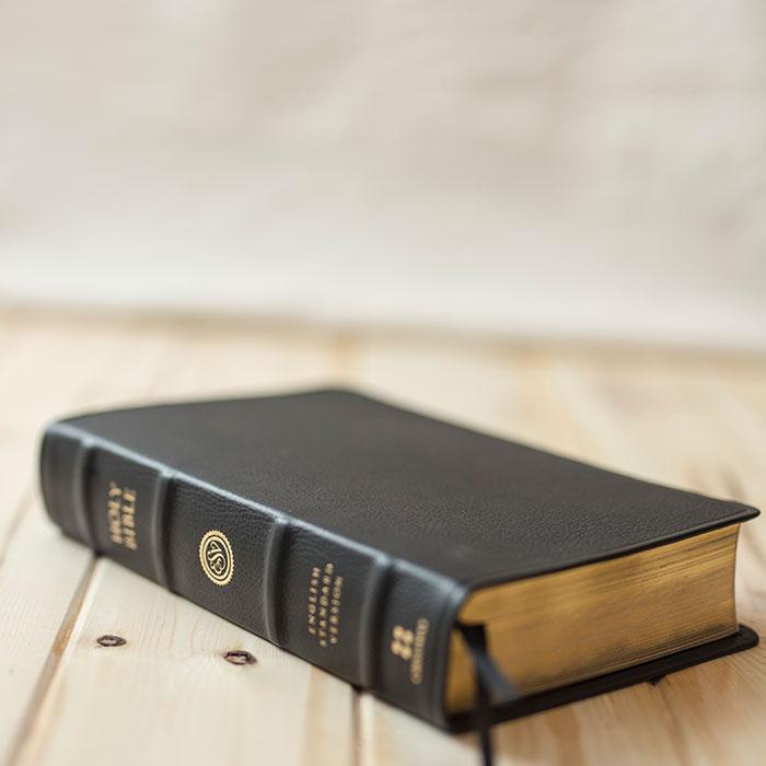 bible-on-wood